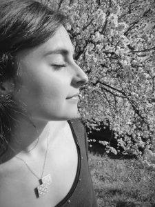 Joyera, gemóloga y esmaltadora de Juia Jewels