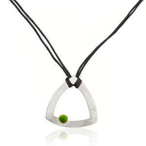Collar original de diseño en plata de ley, oro Fairmined y esmaltes al fuego verdes