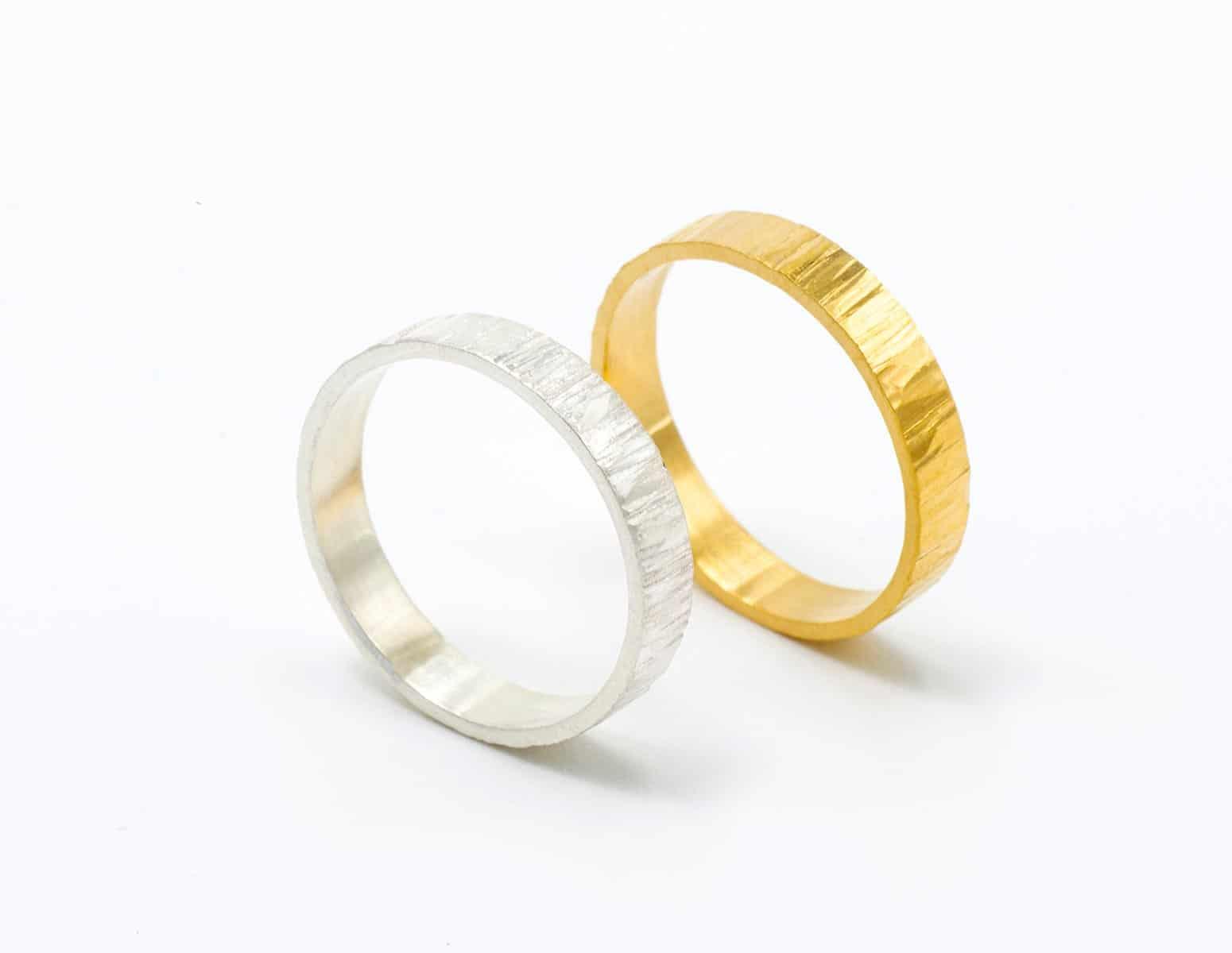 Anillos de compromiso en oro justo amarillo y blanco