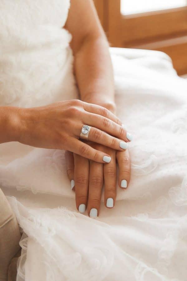 Alianzas de boda en oro justo
