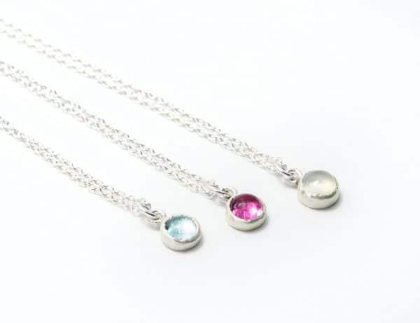 Collar plata con gemas trazables