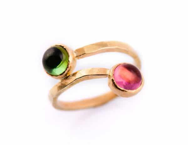 anillo de oro con gemas éticas